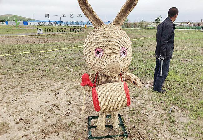 稻草工艺品十二生肖兔造型