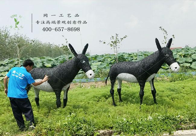 宿迁三禾园稻草工艺品动物造型安装现场