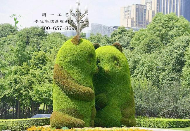 植物绿雕熊猫造型