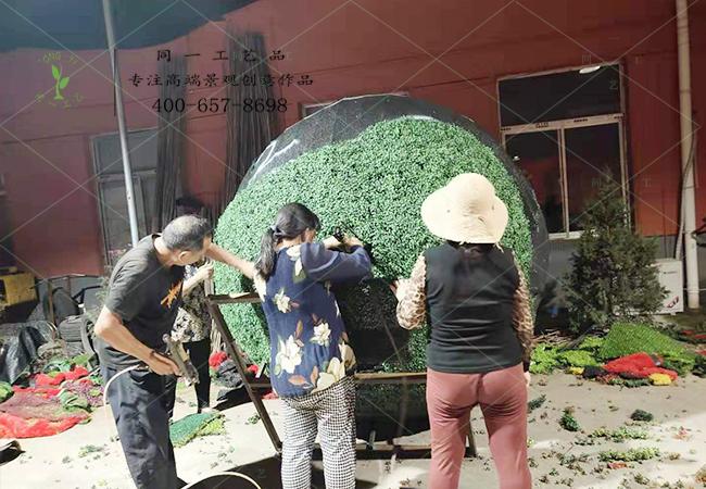 国庆绿雕加班制作中